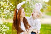 Matka a dcera nosí uši zajíček