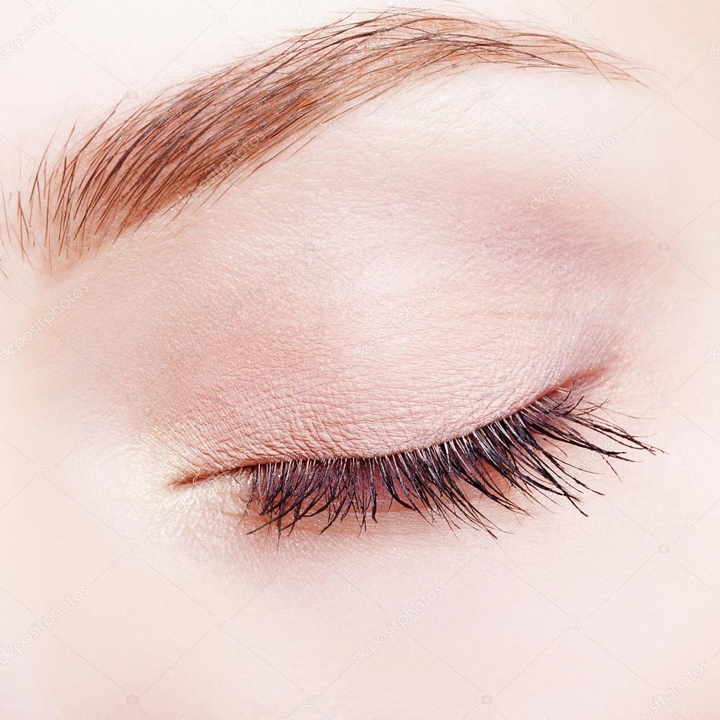 Armario Metal Tok Stok ~ Closeup tiro de maquiagem rosto feminino, com os olhos fechados u2014 Fotografias de Stock