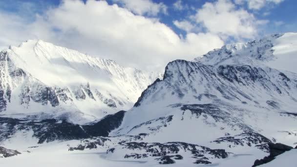 zasněžené hory