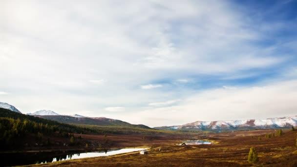 táj és a hegyi tó