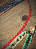 pestrobarevné vintage pásek a starověké tlačítko