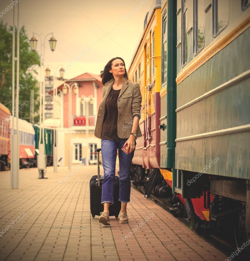 Девушка в поезде возраст