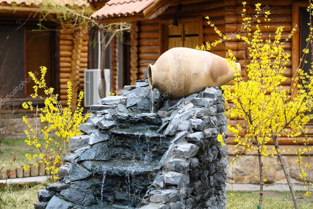 cascada decorativa de jard n foto de stock haveseen
