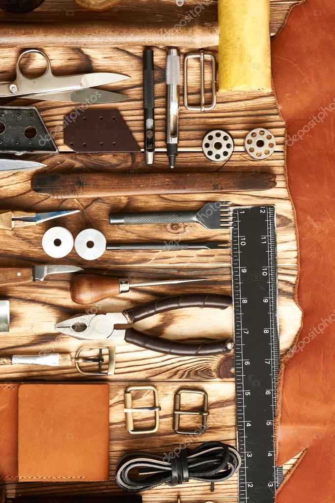 elaboración de herramientas de cuero — Fotos de Stock © haveseen ...