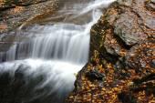 Podzimní scény vodopádů
