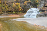 Photo Autumn scene of waterfalls