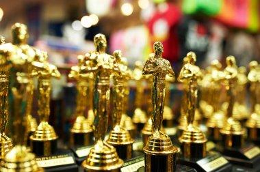 Oscar statues souvenirs at a gift shop