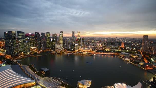 Večerní pohled na centrum Singapuru