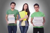 studenti s knihami