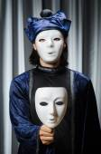 Zábavný koncept s divadelní maskou