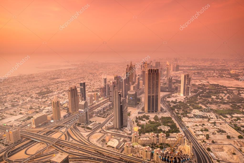 Dubai De Noche Durante El Atardecer