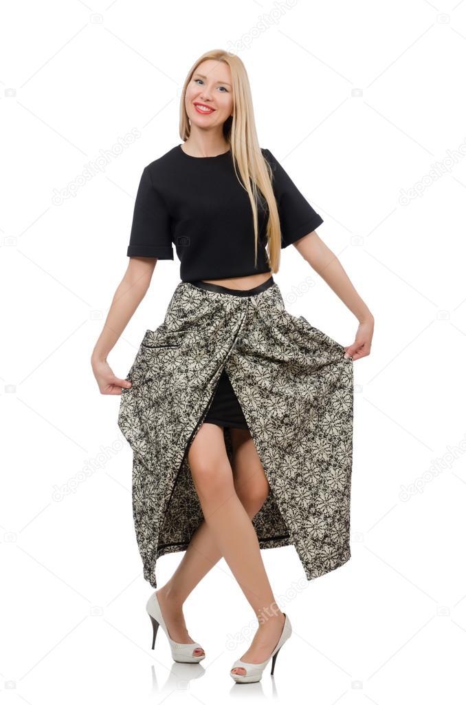 47038035e8522d Mooie vrouw in lange rok geïsoleerd op witte achtergrond — Foto van ...