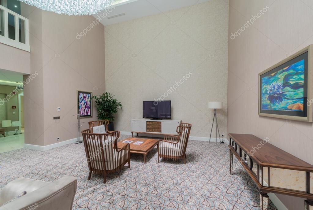 Kamer interieur met modern meubilair — Stockfoto © Elnur_ #78170332