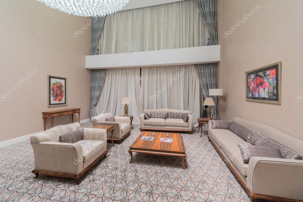 kamer interieur met modern meubilair stockfoto
