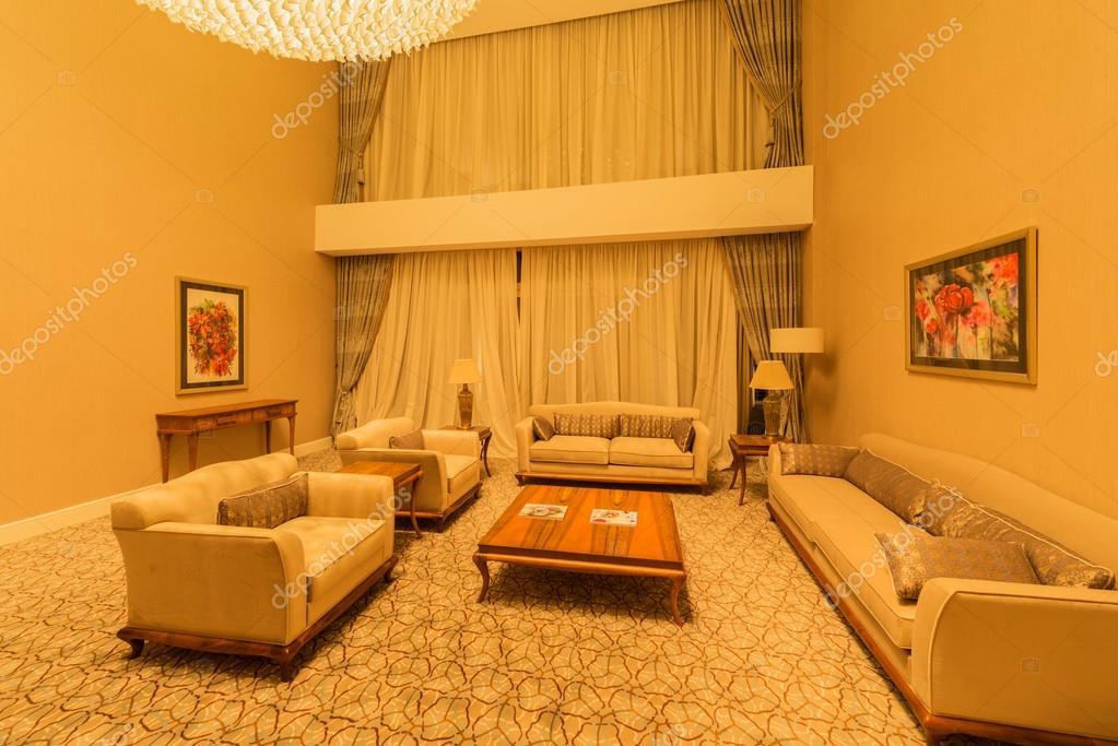 Kamer interieur met modern meubilair — Stockfoto © Elnur_ #83044204