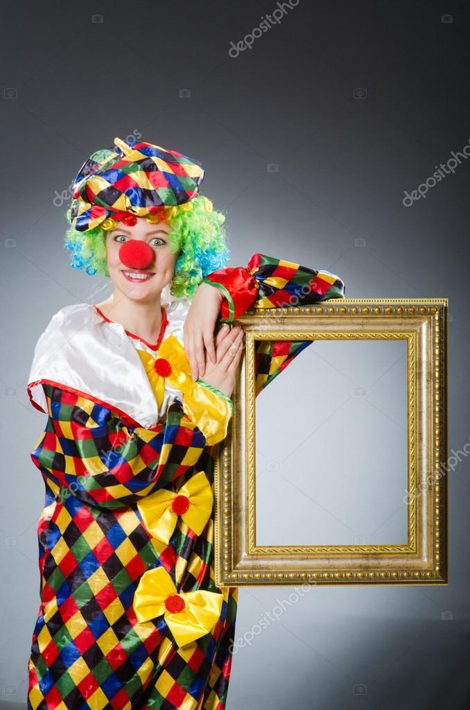 Clown mit Bilderrahmen lustige Konzept — Stockfoto © Elnur_ #84415762