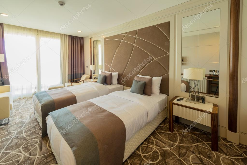 Hotelkamer met modern interieur u stockfoto elnur