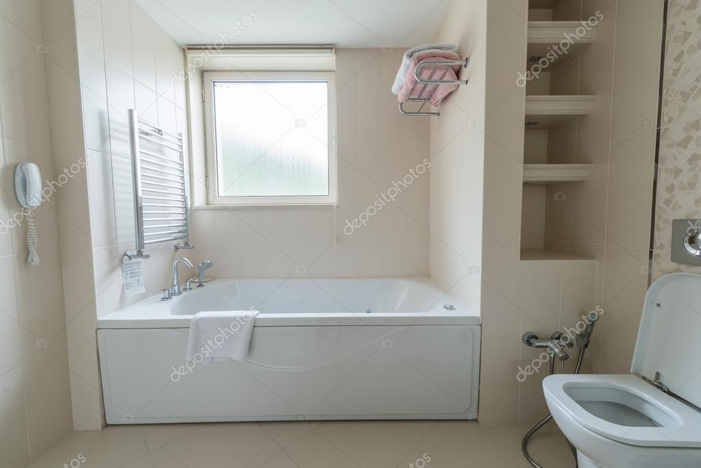 Interieur van de moderne badkamer u2014 stockfoto © elnur #88827044
