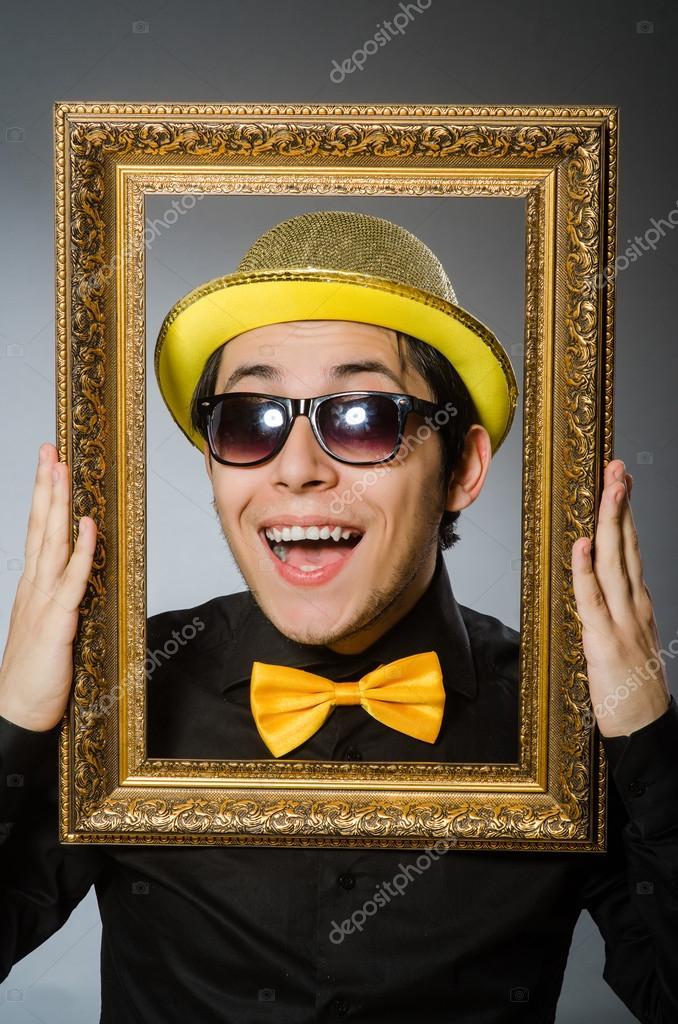 Lustiger Mann mit Bilderrahmen — Stockfoto © Elnur_ #89519370