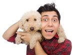 Fotografie Junger Mann mit Hund isoliert auf weiss