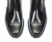 Špička mužské boty, izolované na bílém