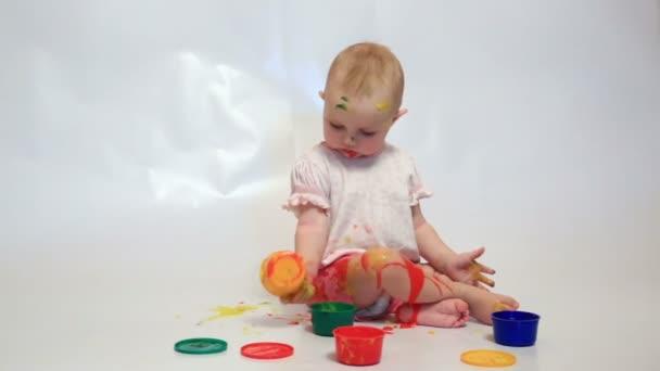 kleines Baby malen