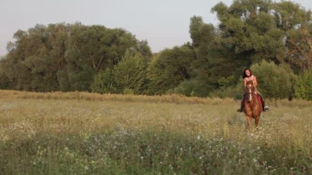 Žena, jízda na koni