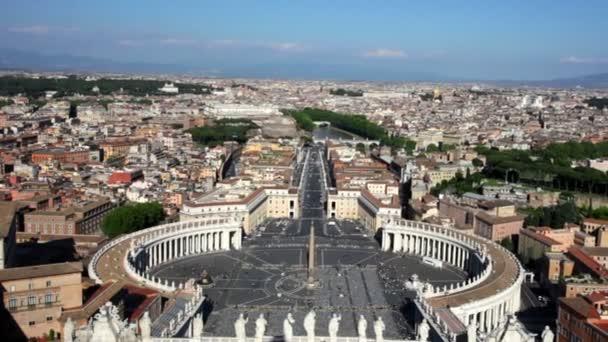 Svatopetrském náměstí ve Vatikánu