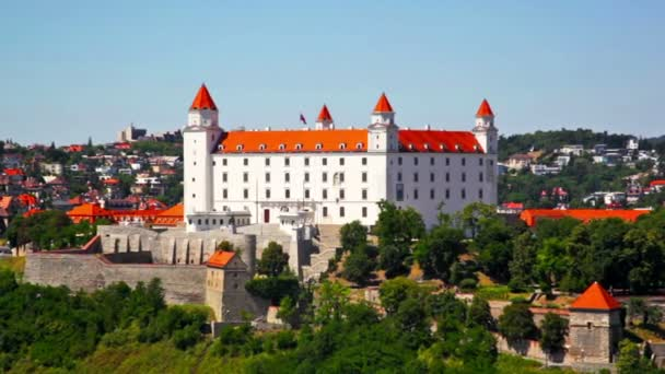 Bratislavský hrad na kopci