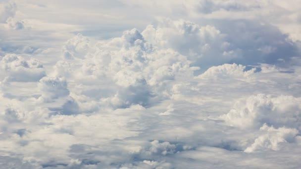 velké mraky na obloze