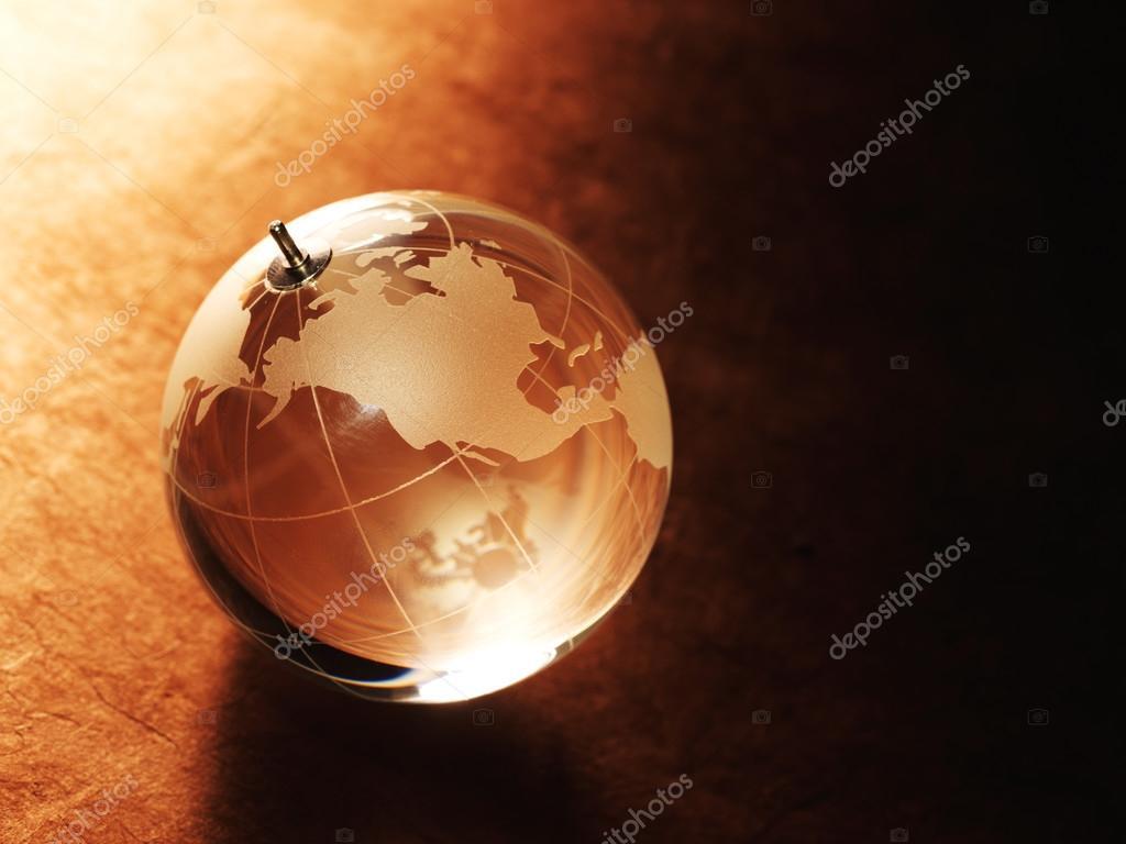 Bola de cristal con mapa del mundo foto de stock irochka 70885645 glass ball with a picture of a world map on vintage paper background foto de irochka gumiabroncs Images