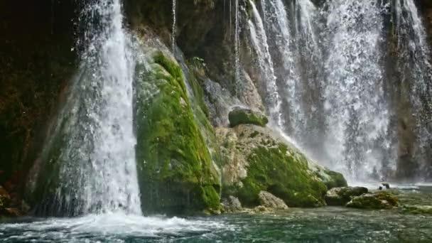 Vodopád a v Plitvická jezera