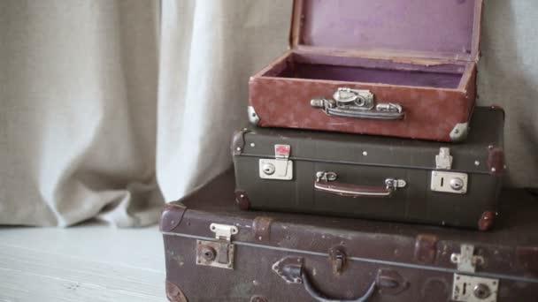 Három régi bőröndök