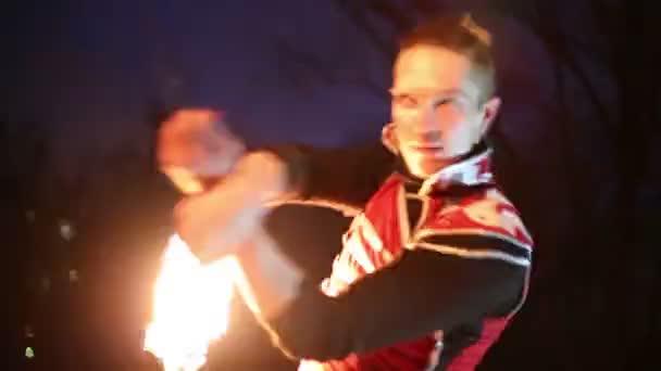 Férfi tűz labdák