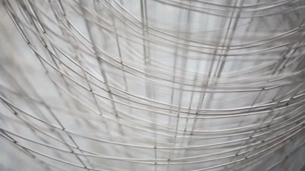 hellgraues Metallgitter für den Bau