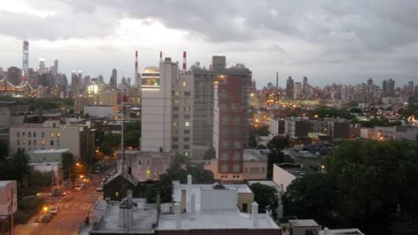 Paesaggio urbano con grattacieli e Queensboro Bridge