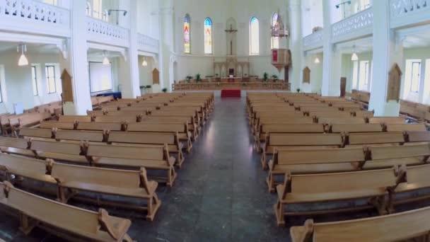 Holzbänke in evangelisch-lutherische Kathedrale