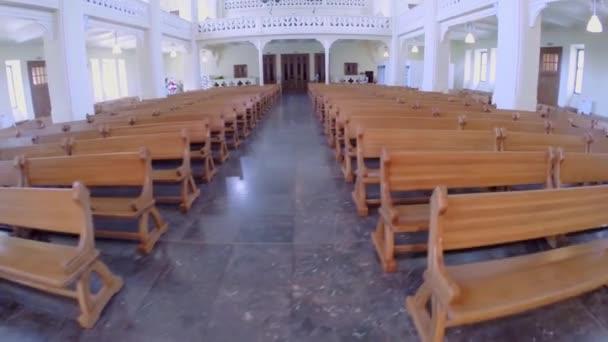 Hölzerne Bänke in evangelisch-lutherische Kathedrale
