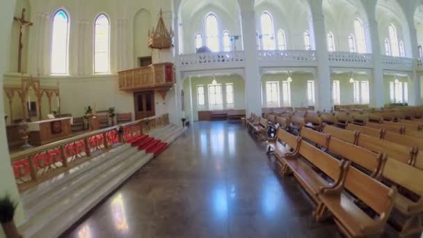 Altar und Bänke in evangelisch-lutherische Kathedrale