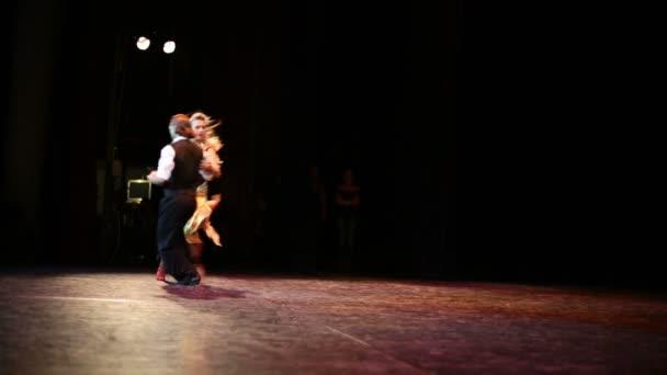 Dva tance na jevišti