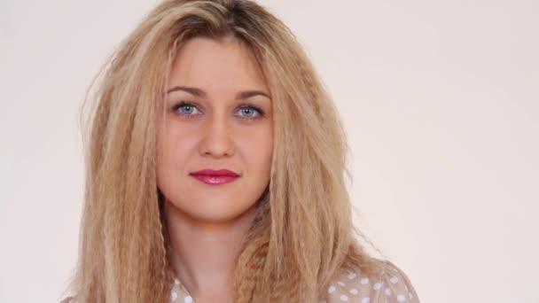 dozhd-mokraya-blondinka-video