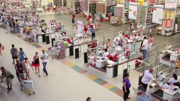 rezervaci lane Auchan hypermarke