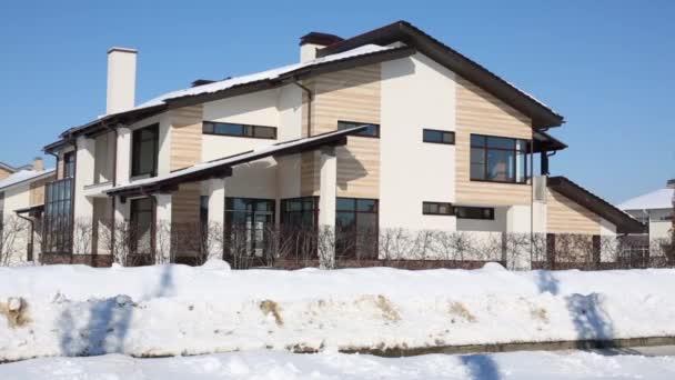 zweistöckiges modernes Haus