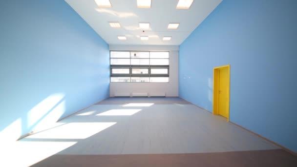 Zimmer mit blauen Wänden