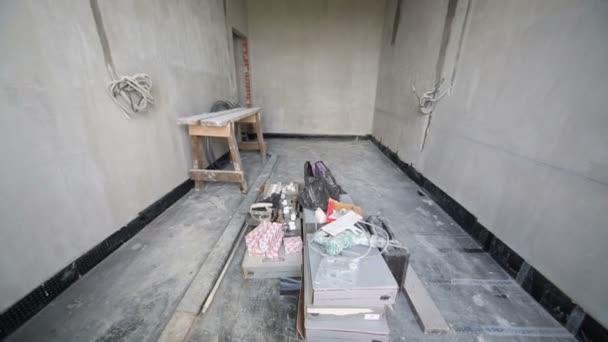 pokoj s betonové stěny