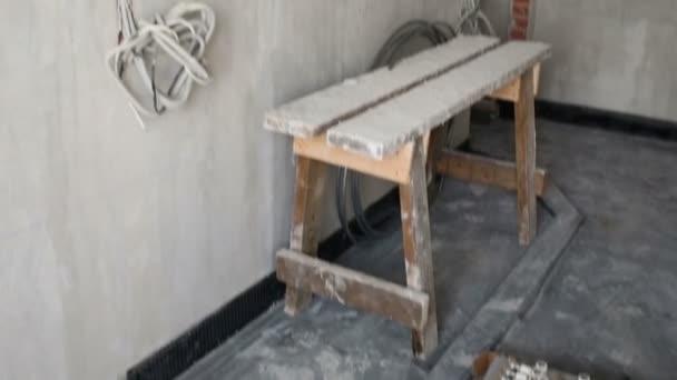 prázdná místnost s betonové stěny