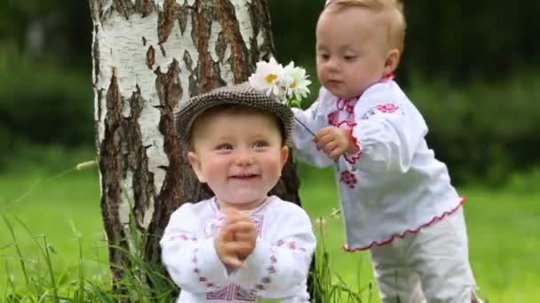 Roztomilé děti v krojích
