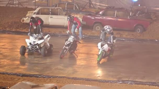 Motorkáři se postaví na kola a přivítají diváky na pořadu Monster Mania
