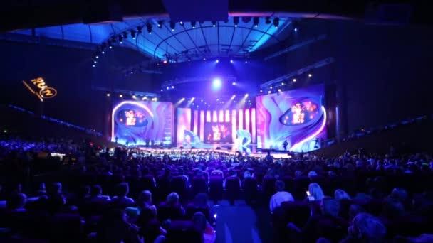 Jeviště a diváci ve světle ruského hudebního kanálu Rutv