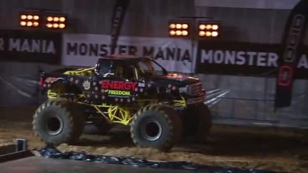 Monster Truck Overcomes Old Cars At Sports Entertainment Show - Monster car show